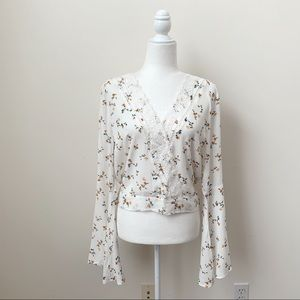 NWT Polly & Esther Wide Sleeve Floral Tie Back Top